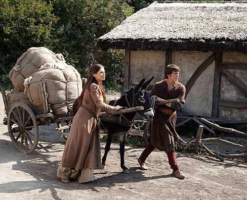 Die findige Aliena (Hayley Atwell) nutzt ihr weniges Geld, um Wollhandel zu betreiben. Die Erlöse sollen reichen, um Richard mit einer Ritterrüstu... - Bildquelle: Egon Endrenyi - Tandem Productions - Pillars Productions