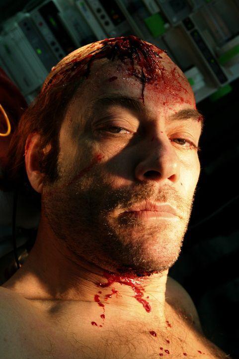 Nach einem Kopfschuss fällt der drogensüchtigere Cop Anthony Stowe (Jean-Claude Van Damme) monatelang ins Koma. Kaum wieder erwacht, macht er sich...