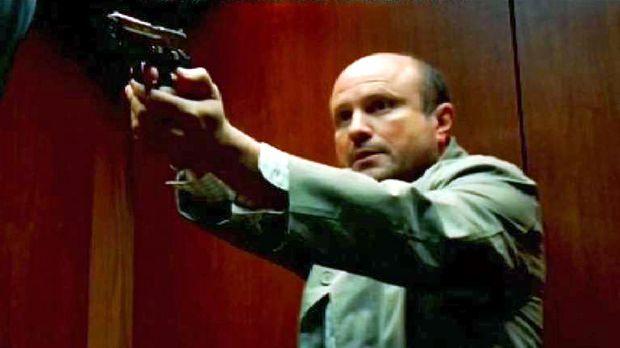 Ben Blakely (Enrico Colantoni) ist ein Subunternehmer des FBI, läuft Amok und...