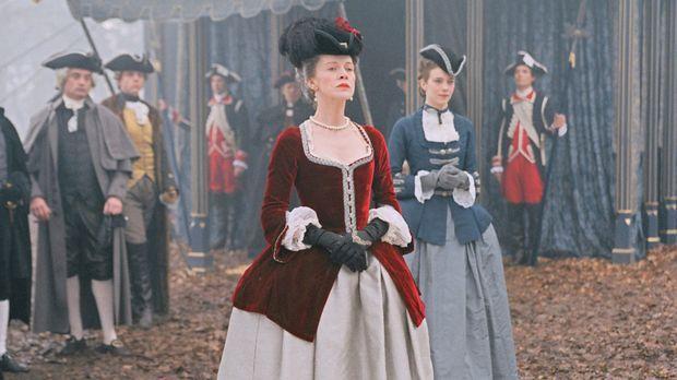 Marie-Antoinette lernt ihre erste Ehrendame, Comtesse de Noailles (Judy Davis...