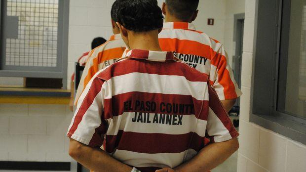 Lockdown blickt hinter die Mauern des El Paso County Jail, wo ein Strafvollzu...