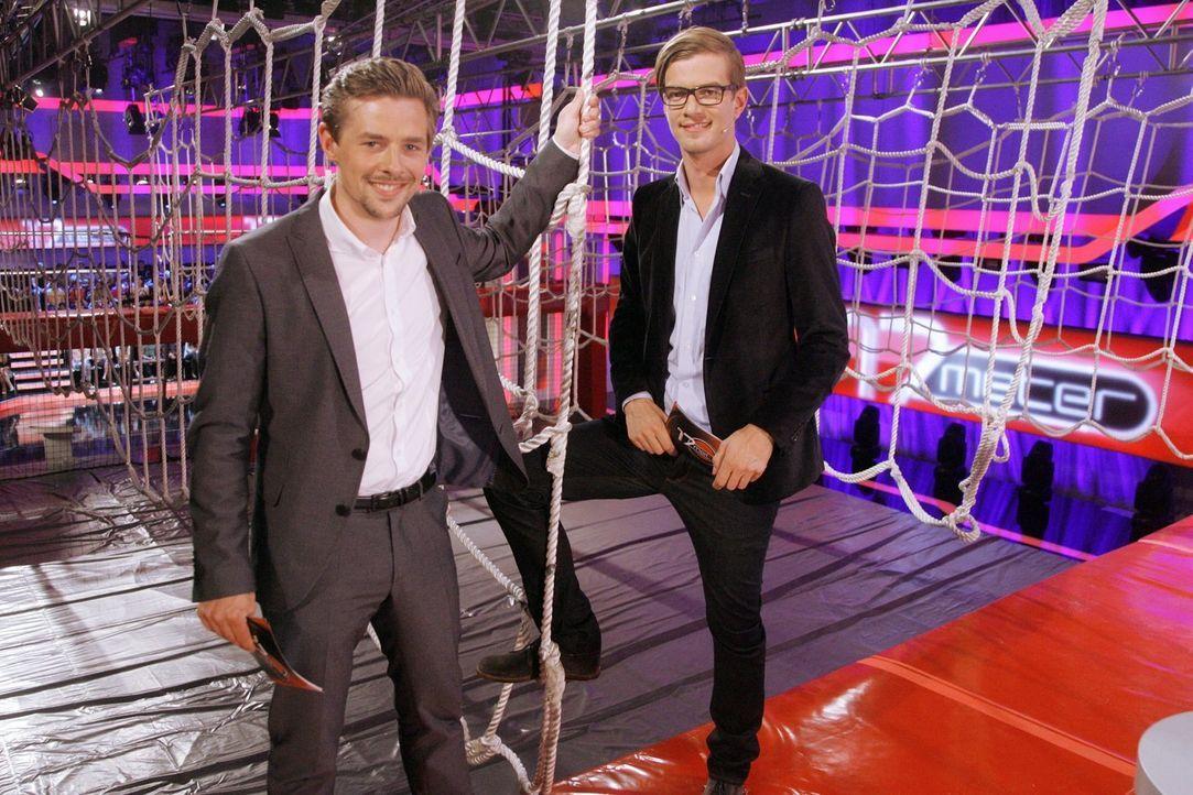 """Bringen die Kandidaten in """"17 Meter"""" richtig ins Schwitzen! Joko Winterscheidt (r.) und Klaas Heufer-Umlauf (l.) ... - Bildquelle: Stephan Schütze ProSieben"""
