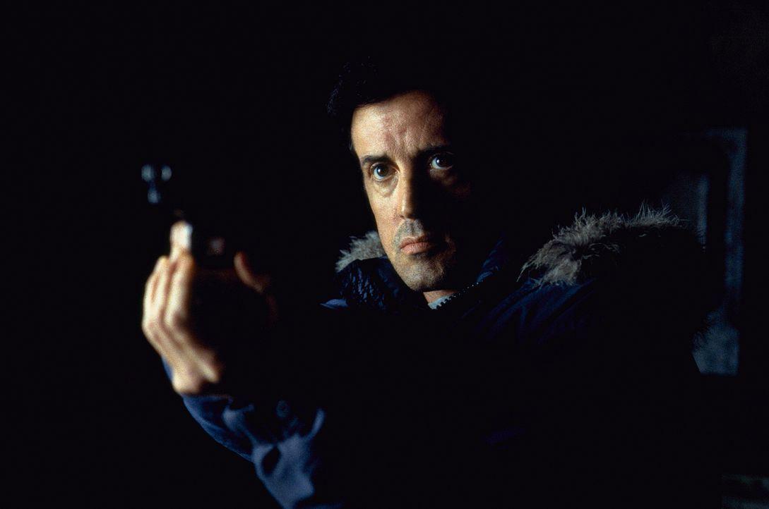 Ein Kampf ums blanke Überleben beginnt: FBI-Agent Jake Malloy (Sylvester Stallone) - Bildquelle: Universal Pictures