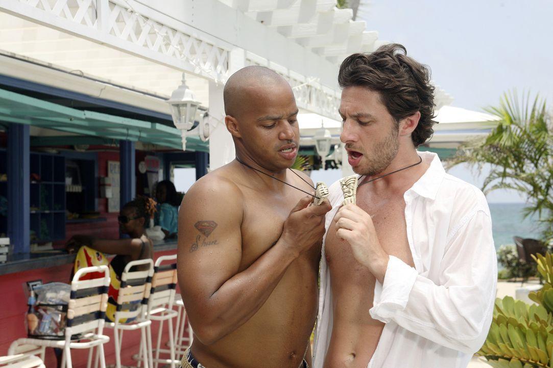 Fliegen auf die Bahamas, um an der Hochzeit vom Hausmeister teilzunehmen: J.D. (Zach Braff, r.) und Turk (Donald Faison, l.) ... - Bildquelle: Touchstone Television