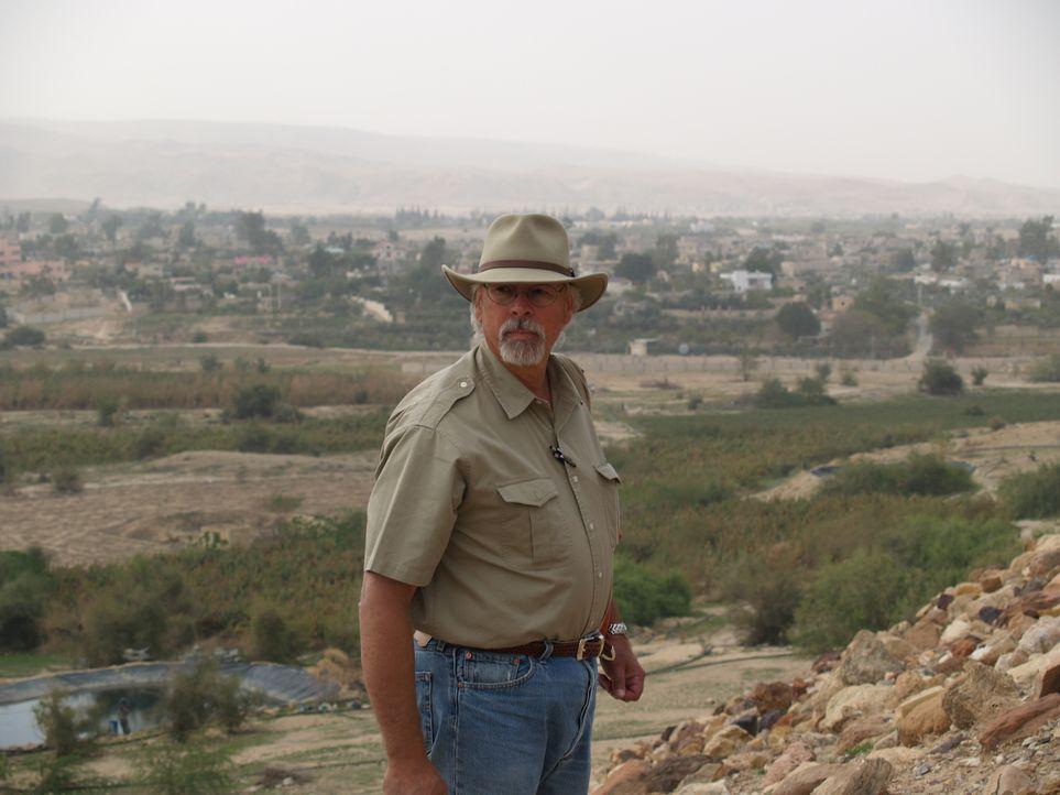 Viele Forscher bezweifeln die Existenz von Sodom und Gomorrha. 1996 begann Dr. Steven Collins (Foto) die beiden Städte zu suchen. In der Wüste des J... - Bildquelle: Oscar Chan