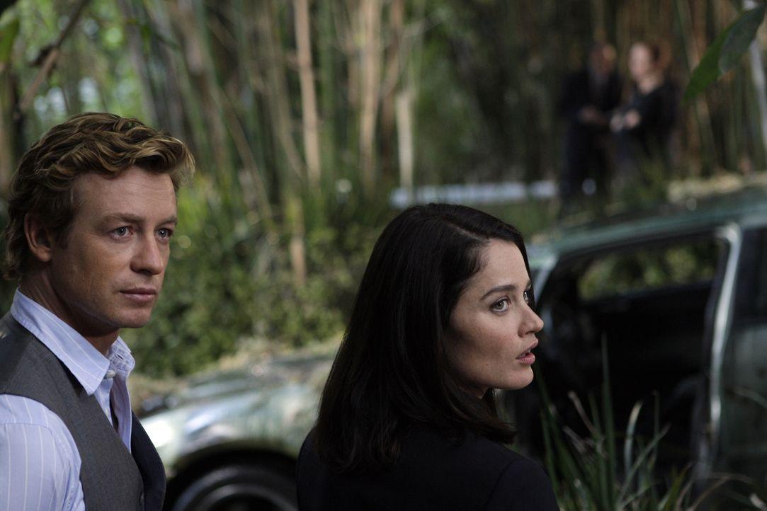 Ein neuer Mordfall beschäftigt Teresa (Robin Tunney, r.) und Patrick (Simon Baker, l.) ... - Bildquelle: Warner Bros. Television