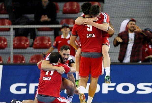 Völlig losgelöst feiert Chile den WM-Auftaktsieg