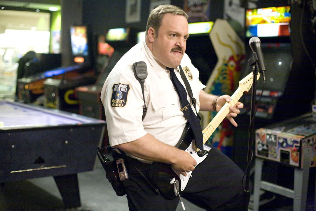 Paul Blart (Kevin James) wünscht sich nichts sehnlicher, als Polizist zu werden, doch die Sportprüfung an der Polizeiakademie wird für ihn zum unübe... - Bildquelle: 2009 Columbia Pictures Industries, Inc. and Beverly Blvd LLC. All Rights Reserved.