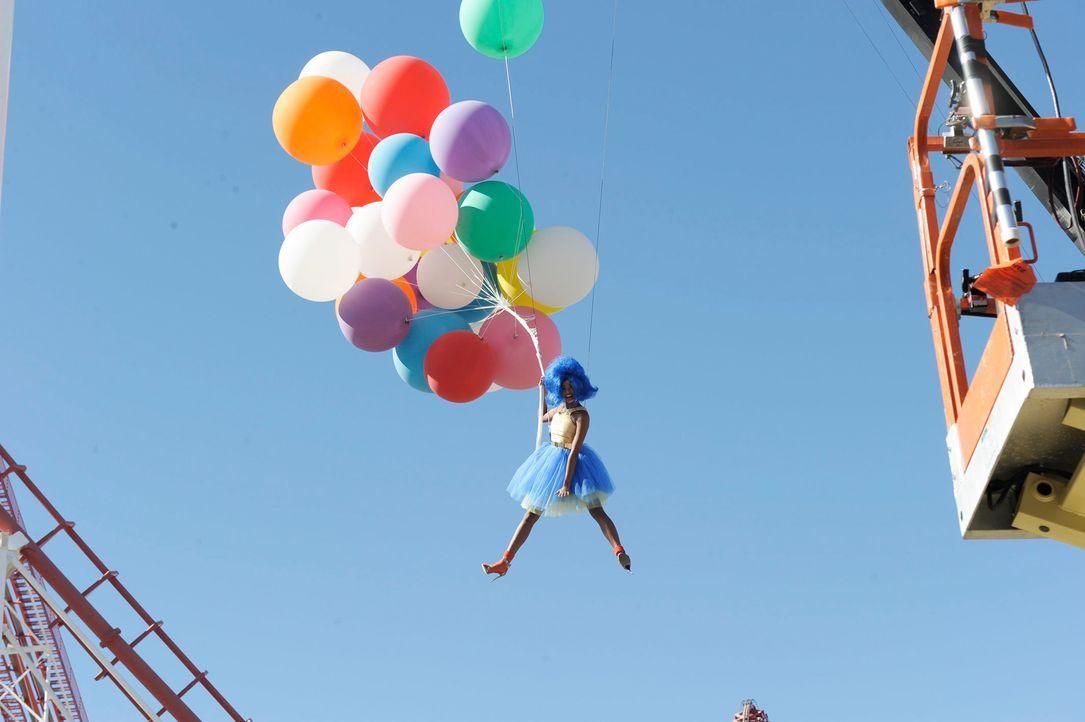 GNTM-Stf09-Epi03-BallonShooting-019-ProSieben-Oliver-S - Bildquelle: ProSieben/Oliver S.