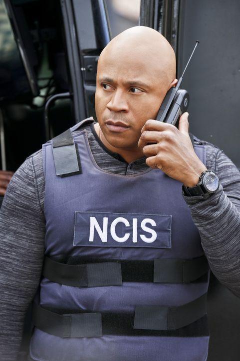 Callen und Sam (LL Cool J) nehmen ihre Undercover -dentitäten als Gefangener und Wärter wieder auf um eine rassistische Gruppe zu infiltrieren ... - Bildquelle: Robert Voets CBS Studios Inc. All Rights Reserved.