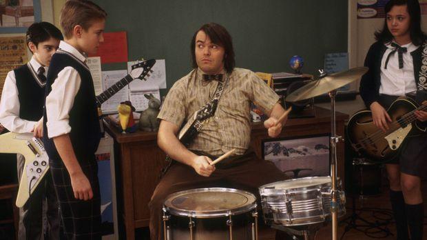 Nachdem Deweys (Jack Black, vorne M.) seine Schüler musizieren gehört hat, ko...