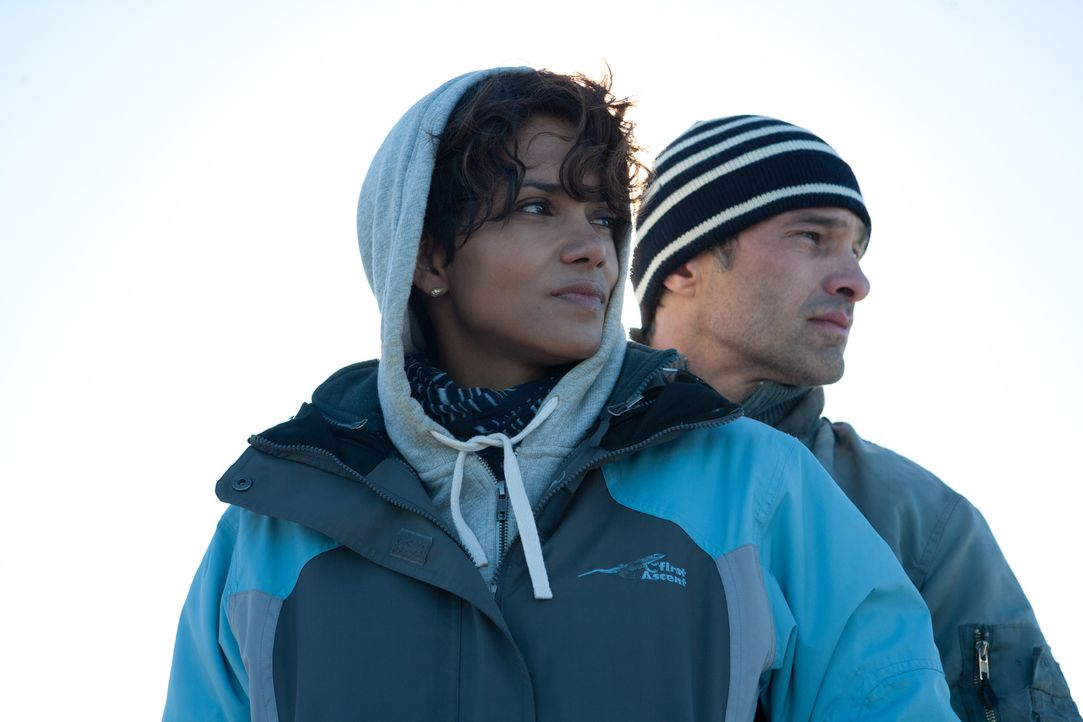 Als Kate Mathieson (Halle Berry, l.) nicht mehr weiter weiß, will ihr Ex-Freund Jeff (Olivier Martinez, r.) ihr helfen, doch sein Angebot ist gefähr... - Bildquelle: Magnet Media Group USA; MMP Dark Tide UK; Film Afrika Worldwide (Pty) Limited South Africa