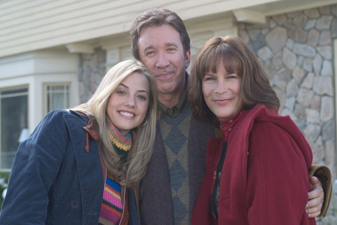 Luther (Tim Allen, M.) und Nora Krank (Jamie Lee Curtis, r.) mit ihrer Tochter Blair (Julie Gonzalo, l.), die ihr Weihnachtsfest gehörig auf den Ko... - Bildquelle: 2004 Revolution Studios Distribution Company, LLC. All Rights Reserved.