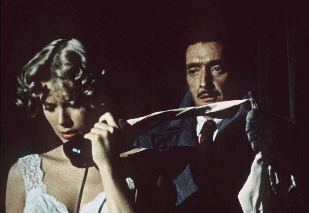 Ein Anruf soll für Lesgate (Anthony Dawson, r.) das Zeichen sein, Margot (Grace Kelly, l.) umzubringen ... - Bildquelle: Warner Bros.