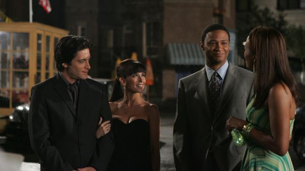 Andrea (Aisha Tyler, r.) soll mit dem Feuerwehrmann Will (David Ramsey, 2.v.r...
