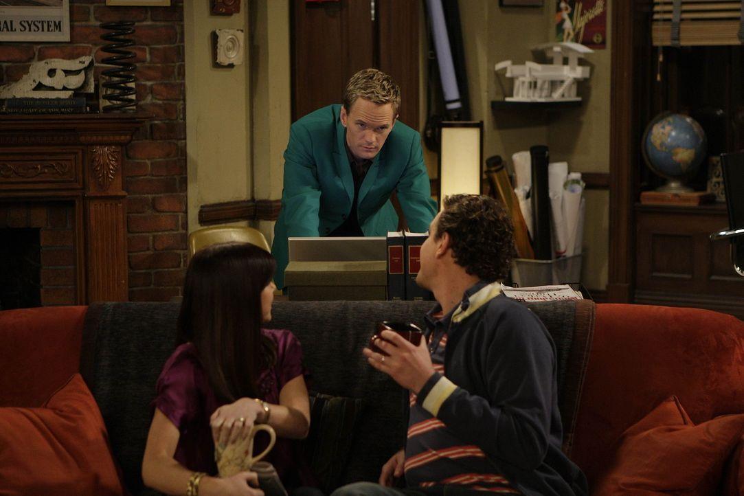 Während Barney (Neil Patrick Harris, M.) mit Ted auf Tour geht, sehen sich Marshall (Jason Segel, r.) und Lily (Alyson Hannigan, l.) noch einmal di... - Bildquelle: 20th Century Fox International Television
