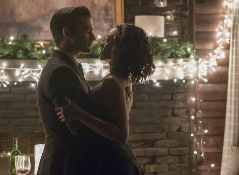 Vampire Diaries - Während sich Bonnie (Kat Graham, r.) an die vergangenen dre...
