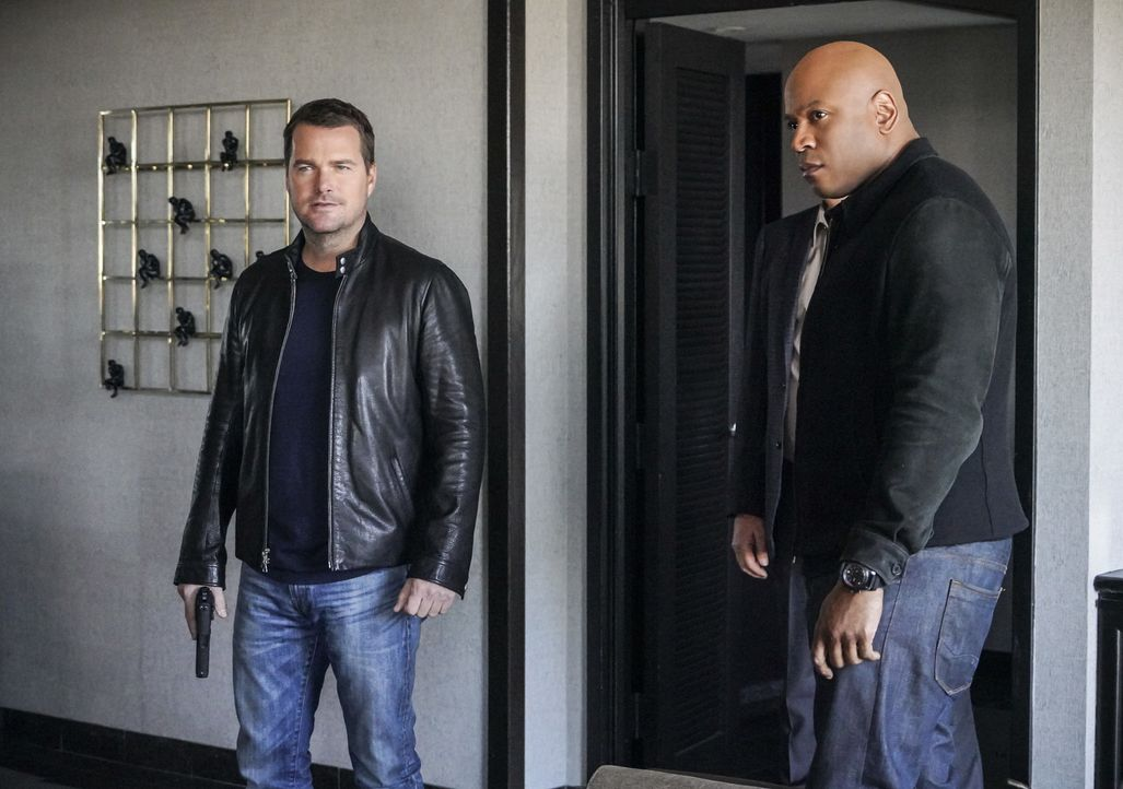 Callen (Chris O'Donnell, l.) und Sam (LL Cool J, r.) gehen für ihre Mission eine überraschende Verbindung ein ... - Bildquelle: Bill Inoshita 2018 CBS Broadcasting Inc. All Rights Reserved/Bill Inoshita