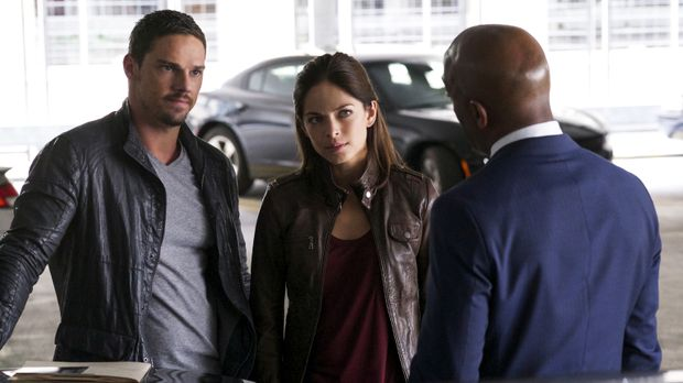 Beauty and the Beast - Als Cat (Kristin Kreuk, M.) und Vincent (Jay Ryan, l.)...