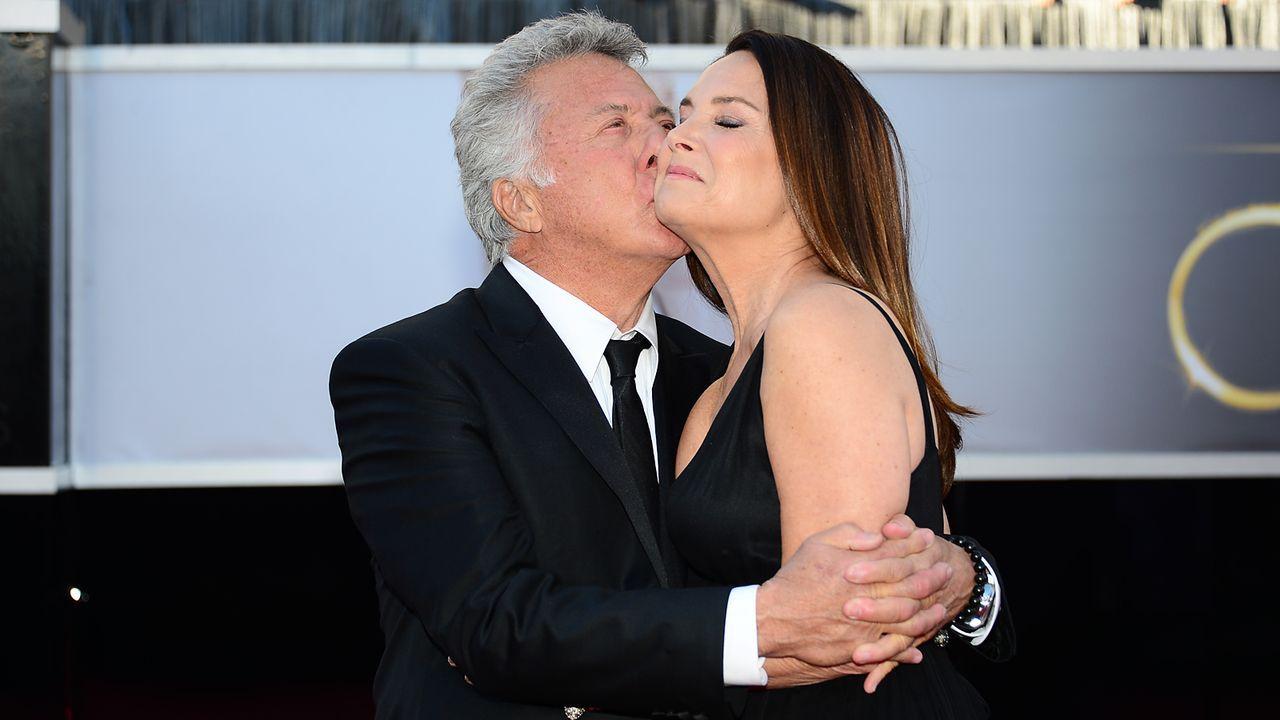 Oscars-Roter-Teppich-130224-Dustin-Hoffman-Ehefrau-Lisa-AFP - Bildquelle: AFP