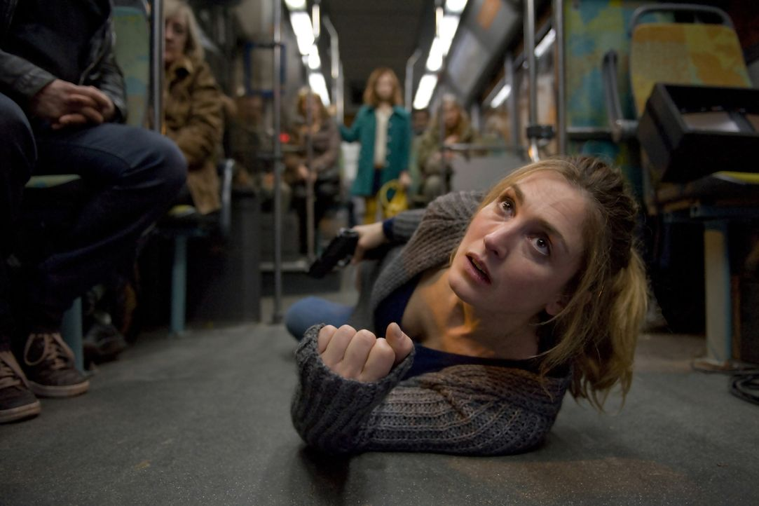 Nachdem sich bei Laëtitia Sibony (Julie Gayet) aufgestaute Wut entladen hat, kann sie nicht mehr aufhören zu töten. Als sie einen ganzen Bus entführ... - Bildquelle: 2014 BEAUBOURG AUDIOVISUEL