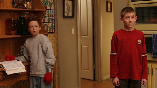 Dewey (Erik Per Sullivan, r.) lädt Chad (Cameron Monaghan, l.) zum Übernachte...