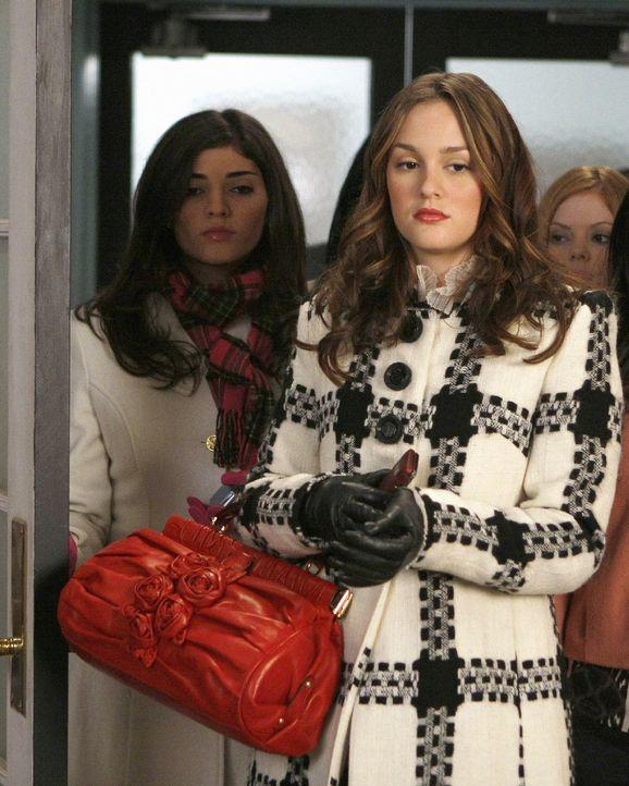 Blair (Leighton Meester, vorne) rechnet fest mit ihrer Aufnahme in Yale, doch dann erfährt sie, dass sie nur auf der Warteliste gelandet ist ... - Bildquelle: Warner Brothers