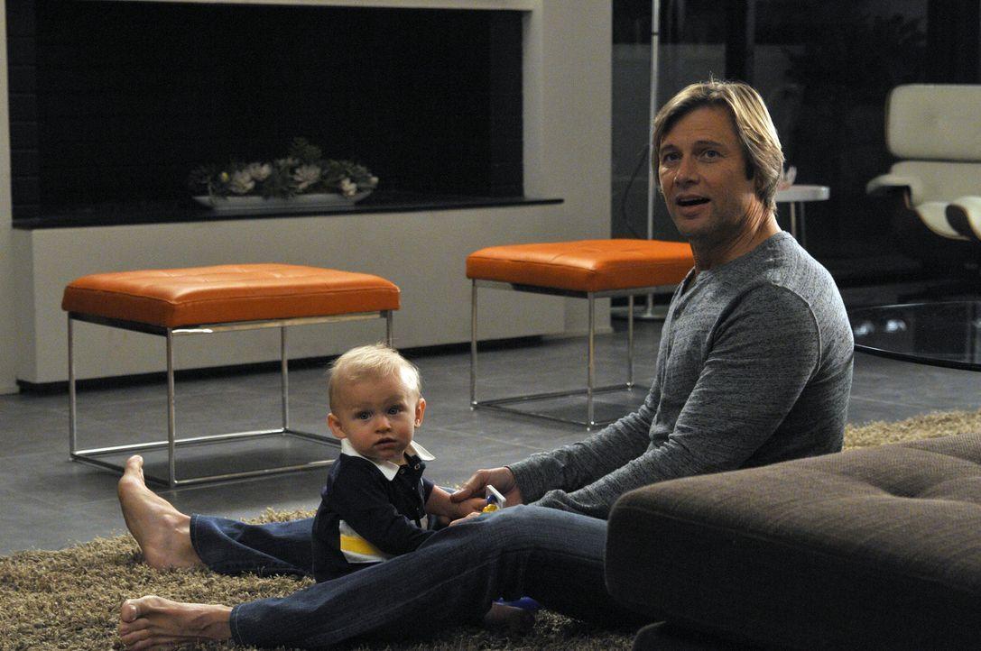Möchte mit Rosie zusammen sein: Spence (Grant Show, r.) ... - Bildquelle: ABC Studios
