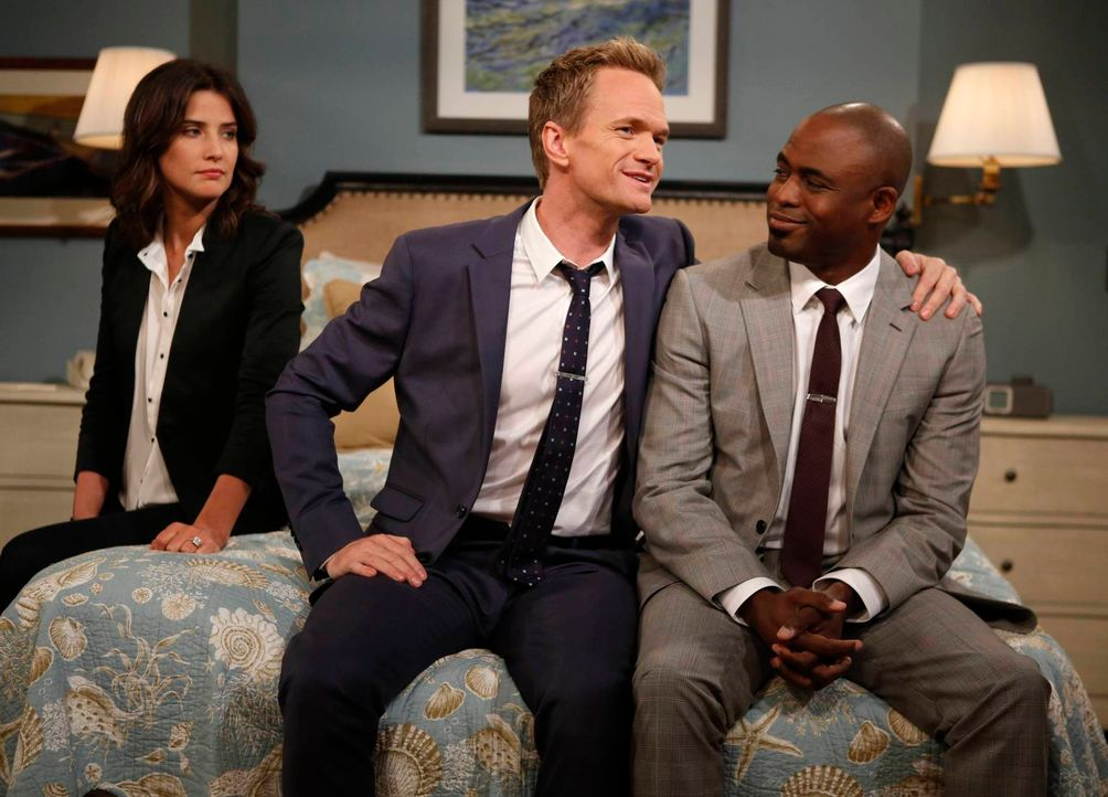 Als James (Wayne Brady, r.) bekannt gibt, dass er sich scheiden lassen wird, macht sich Robin (Cobie Smulders, l.) Sorgen, wie Barney (Neil Patrick... - Bildquelle: 2013 Twentieth Century Fox Film Corporation. All rights reserved.