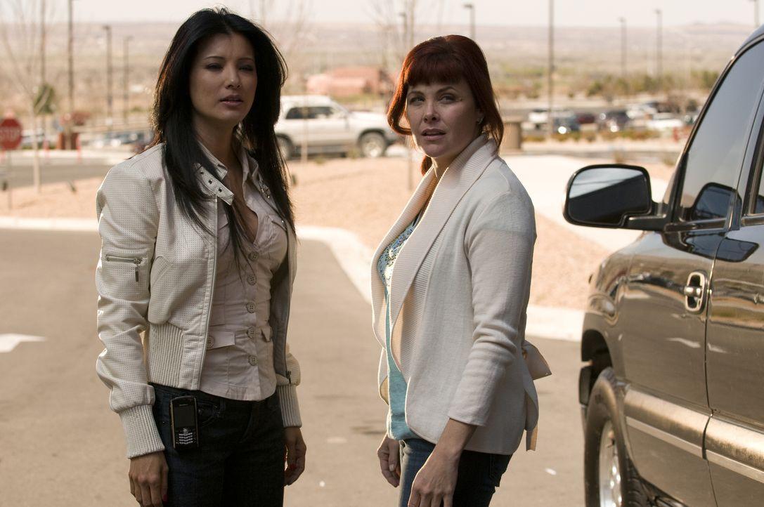 Die Wahrheit über Ahn Li (Kelly Hu, l.) ist erschütternd. Kann Helen (Sherilyn Fenn, l.) verkraften, was sie erfährt? - Bildquelle: USA Network