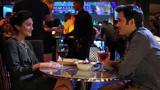 Navid (Michael Steger, r.) hat endlich ein Date mit seinem Traummädchen Sonja...