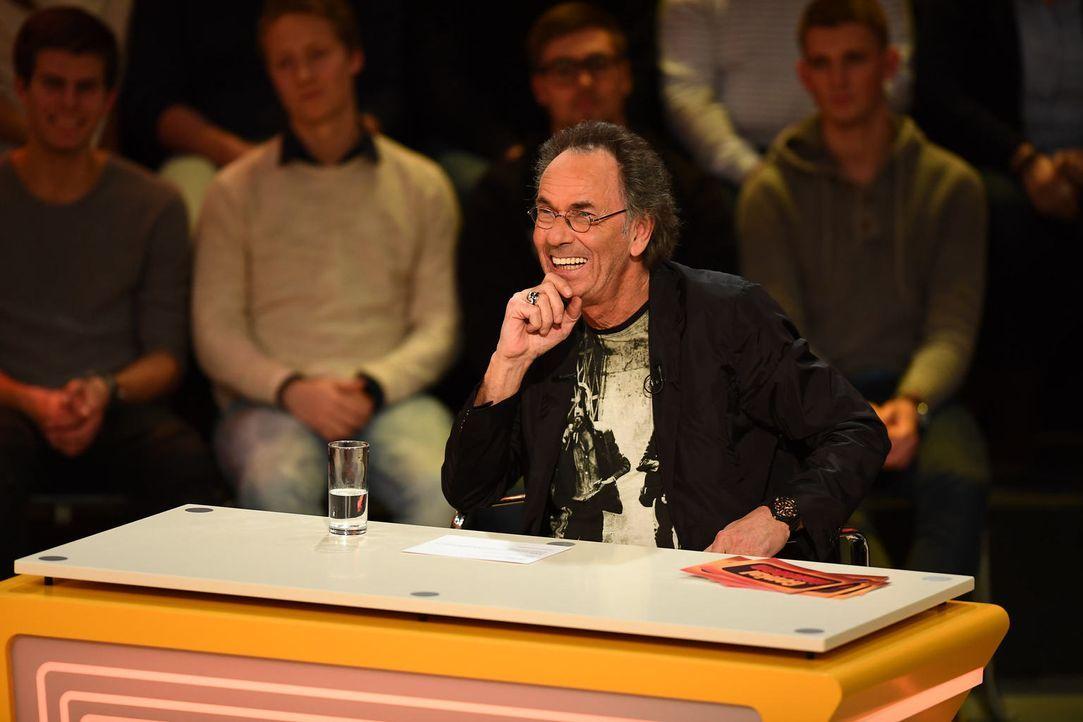 Keiner stellt so schön gemein Fragen wie Hugo Egon Balder ... - Bildquelle: Willi Weber SAT.1