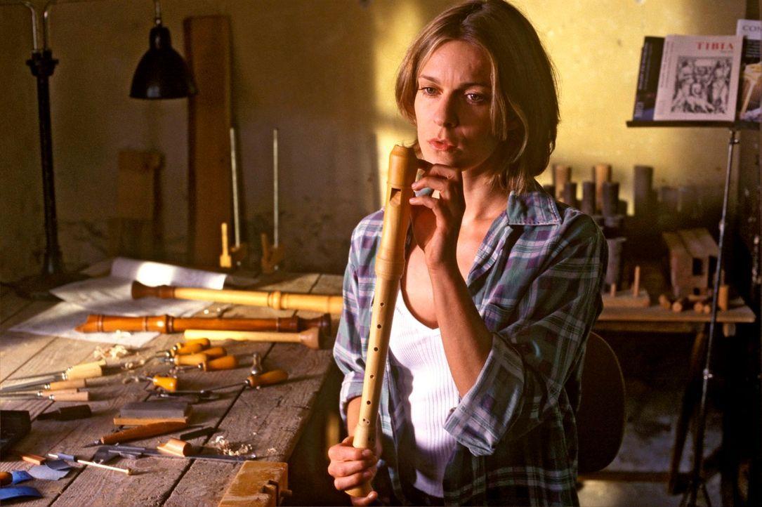 Kate (Lisa Martinek) nutzt die Arbeit als Ablenkung von ihren quälenden Gedanken an Mattuschek. - Bildquelle: Kerstin Stelter Sat.1