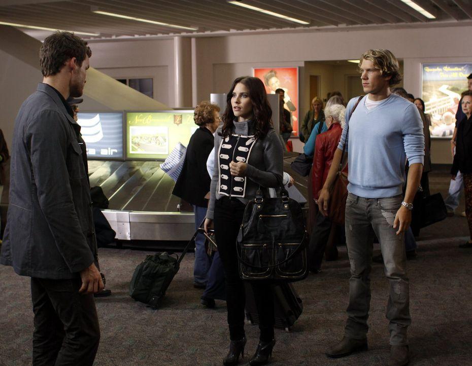 Als Brooke (Sophia Bush, M.) und Alexander (Mitch Ryan, r.) am Flughafen auf Julian (Austin Nichols, l.) treffen, hofft Brooke noch, dass er wirklic... - Bildquelle: Warner Bros. Pictures
