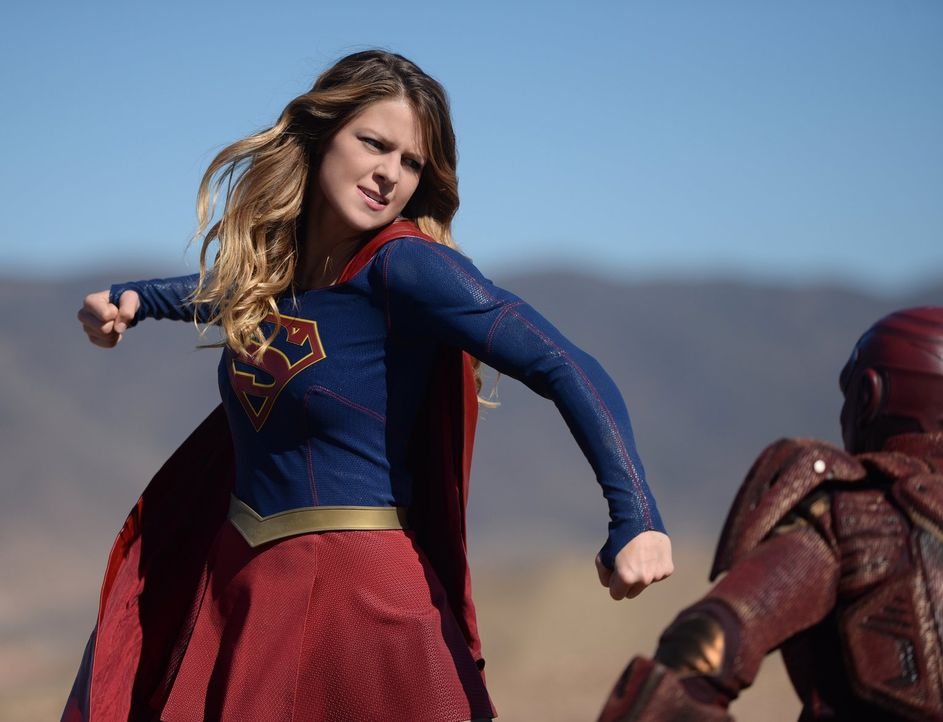 Als Kara (Melissa Benoist) gebeten wird einem militärischen Cyborg, der geschaffen wurde um Aliens zu zerstören, auf den Zahn zu füllen, zerstört si... - Bildquelle: 2015 Warner Bros. Entertainment, Inc.