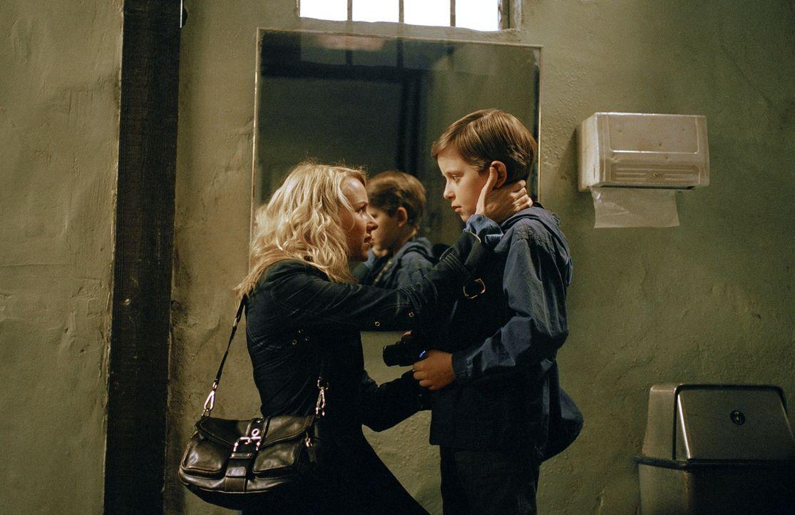 Die Journalistin Rachel Keller (Naomi Watts, l.) zieht mit ihrem Sohn Aidan (David Dorfman, r.) in das kleine Provinz-Städtchen Astoria und arbeitet... - Bildquelle: DreamWorks SKG