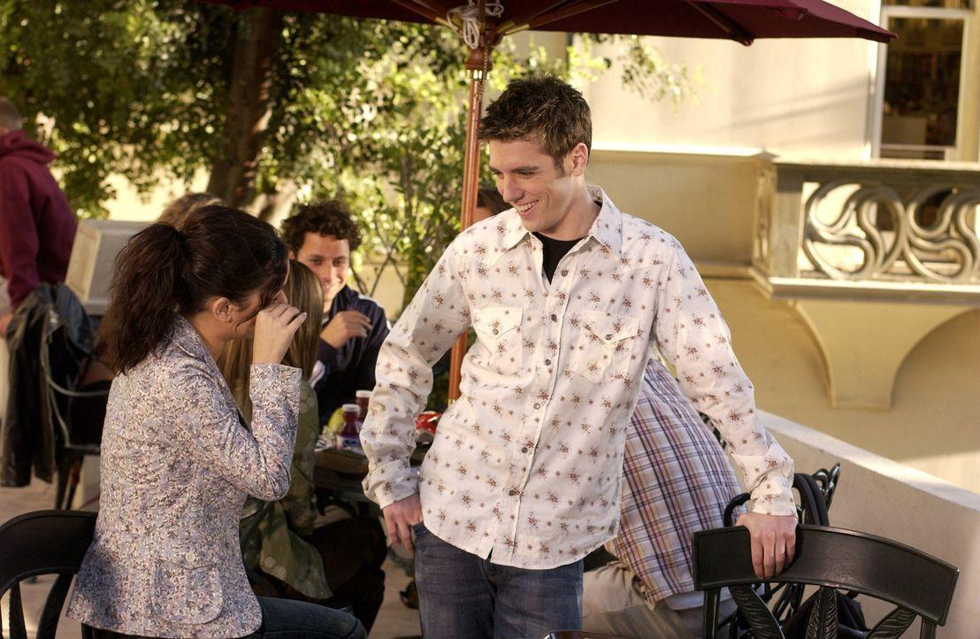 Während Seth und Anna beschließen, künftig nicht mehr alles gemeinsam zu machen, beobachtet Seth, dass Summer (Rachel Bilson, l.) starkes Interes... - Bildquelle: Warner Bros. Television