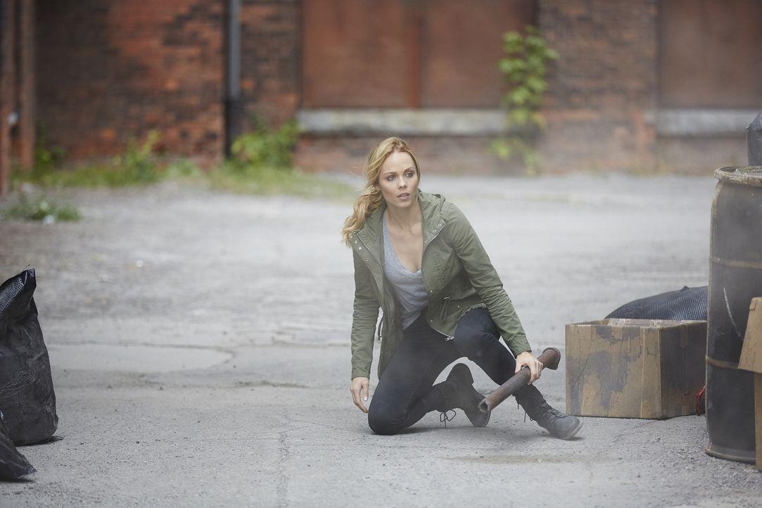Als wären die Machtkämpfe nicht schon Stress und Ärger genug, muss sich Elena (Laura Vandervoort) zusätzlich noch mit ihrer eigenen Vergangenheit au... - Bildquelle: 2016 She-Wolf Season 3 Productions Inc.