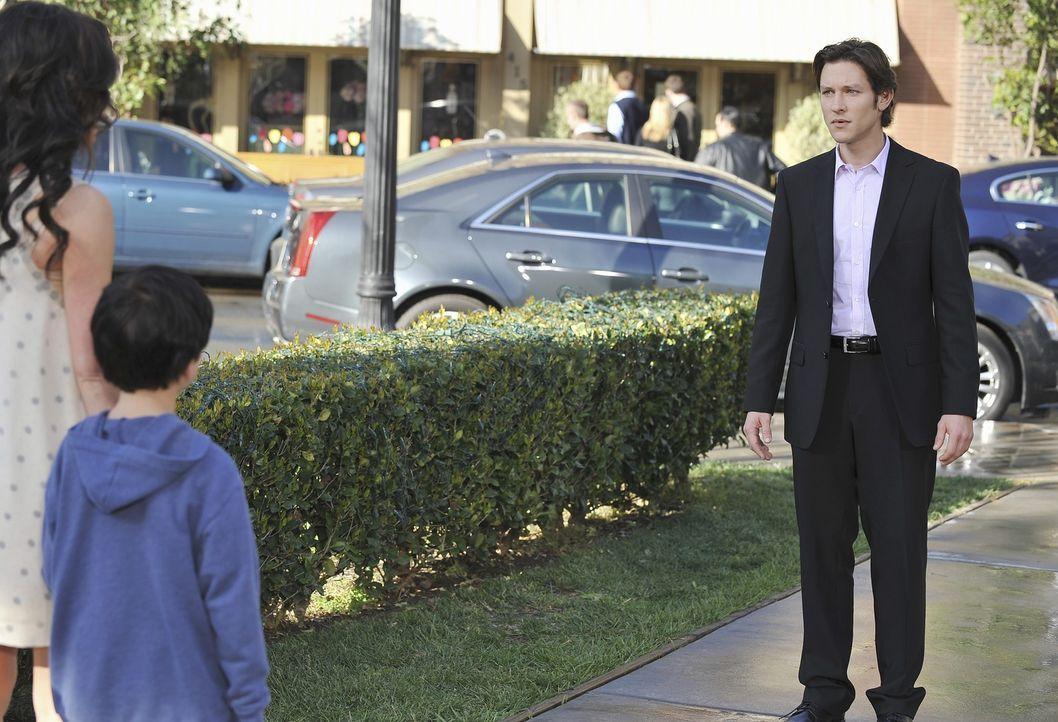 Der Geist von Seth (Michael Graziadei, r.) steht plötzlich vor Melinda (Jennifer Love Hewitt, l.) und Aiden (Connor Gibbs, M.) ... - Bildquelle: ABC Studios