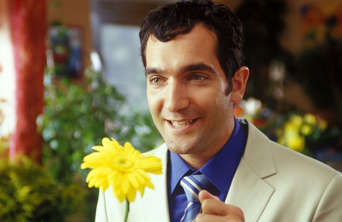 Sind Männer nicht süß? Überhaupt keine Ahnung von Blumen, aber wenn es darum geht, einer Frau zu gefallen, scheuen sie keine Mühen und Kosten!... - Bildquelle: Sat.1