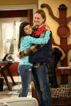Last Man Standing - Mandy (Molly Ephraim, l.) und Kyle (Christoph Sanders, r....