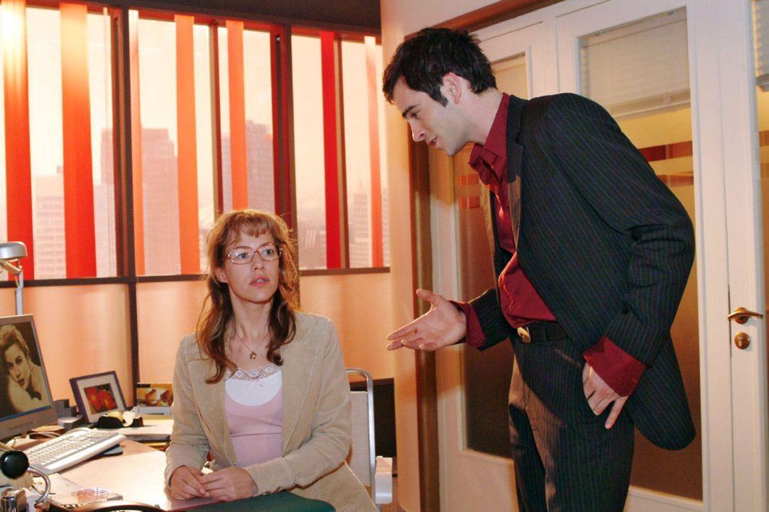 """David (Mathis Künzler, r.) traut seinen Ohren nicht, als Lisa (Alexandra Neldel, l.) ihm ihre Unlust, bei """"B.STYLE"""" weiterzumachen, schildert. (Die... - Bildquelle: Sat.1"""