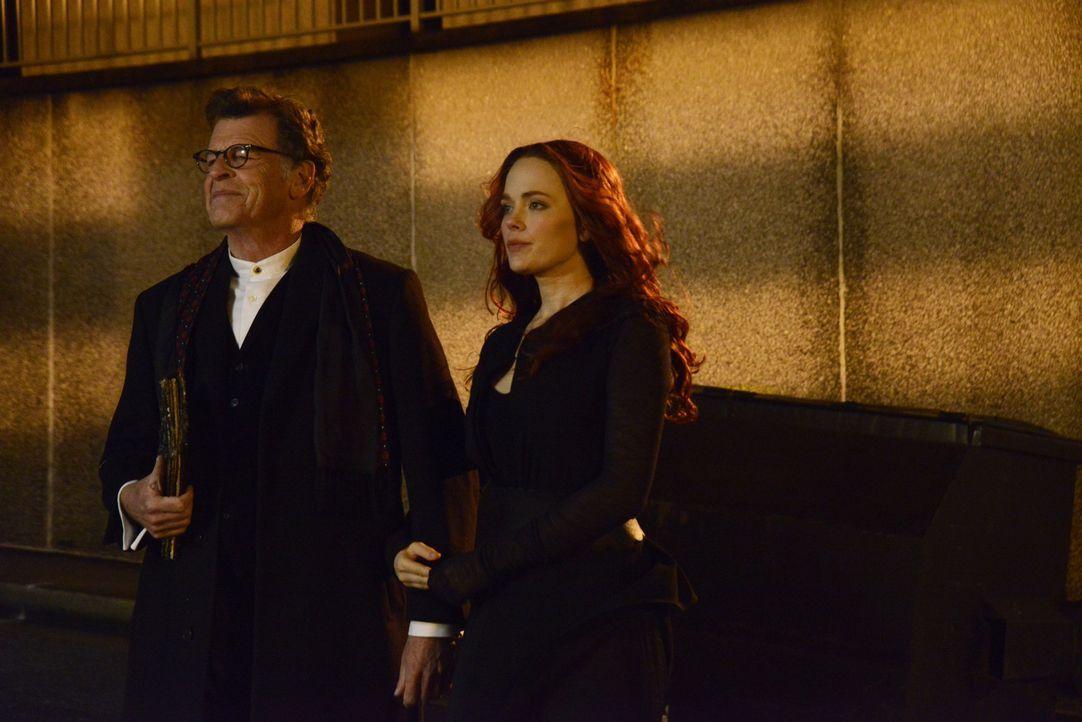 Um ihren Sohn Henry (John Noble, l.) zu finden, bedient sich Katrina (Katia Winter, r.) tatsächlich Blut-Magie ... - Bildquelle: 2014 Fox and its related entities. All rights reserved