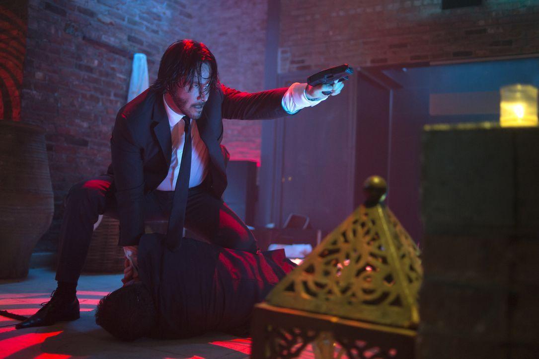 Steht auf Anzug mit Krawatte und dem Ableben seiner Gegner: Hitman John Wick (Keanu Reeves) auf seinem ultimativen Rachefeldzug ... - Bildquelle: 2014 SUMMIT ENTERTAINMENT, LLC. ALL RIGHTS RESERVED.