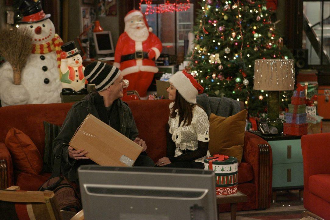 Heiligabend steht vor der Tür: Lily (Alyson Hannigan, r.) gibt sich viel Mühe, um alles nett zu dekorieren, doch Marshall (Jason Segel, l.) kann d... - Bildquelle: 20th Century Fox International Television
