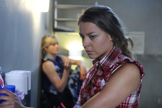 Die U-Haft zehrt an Katjas (Karolina Lodyga, r.) Nerven. Sie möchte Armin in...