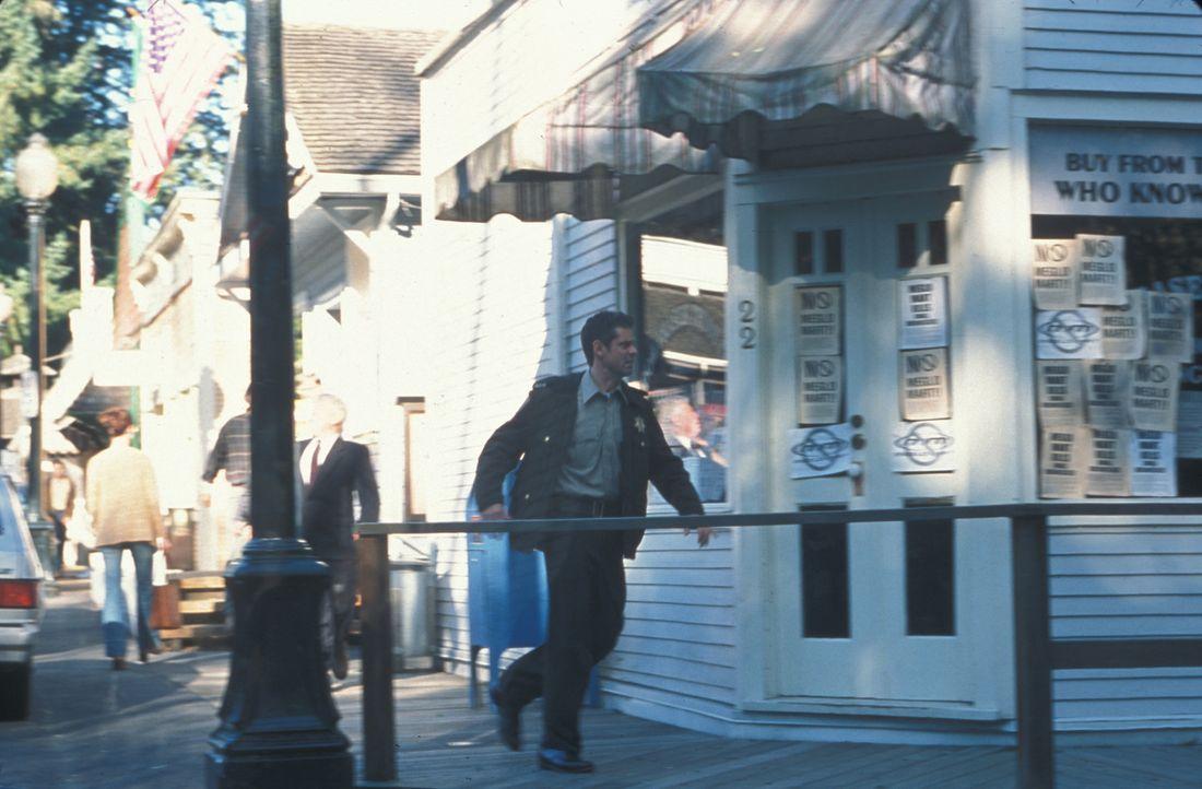 Sheriff Harris (C. Thomas Howell) sieht die Katastrophe kommen, doch niemand in der Stadt schenkt ihm Glauben ... - Bildquelle: Regent Entertainment