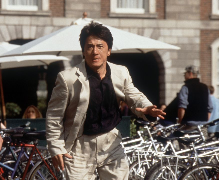 Hongkong-Polizist Eddie Yang (Jackie Chan) ist auf der Jagd nach dem Schurken Snakehead, der mit Hilfe eines geheimnisvollen Medaillons Unsterblichk... - Bildquelle: 2004 Sony Pictures Television International. All Rights Reserved.