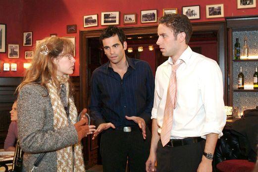 Verliebt in Berlin - Lisa (Alexandra Neldel, l.) überbringt David (Mathis Kün...