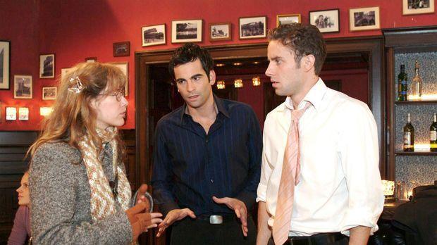 Lisa (Alexandra Neldel, l.) überbringt David (Mathis Künzler, M.) und Max (Al...